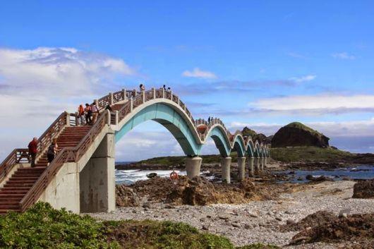 Sanxiantai Dragon BridgeIn Taiwan