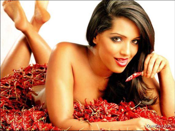 Hot n Spicy Meghna Naidu