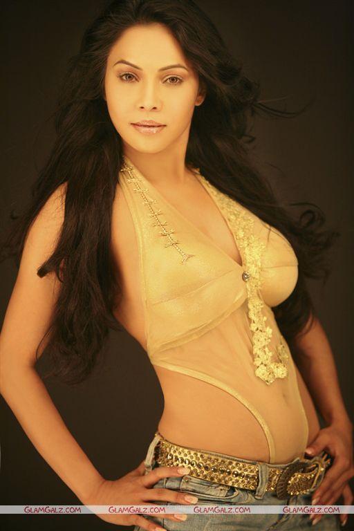 Beautiful Bollywood Actress Nikita Rawal