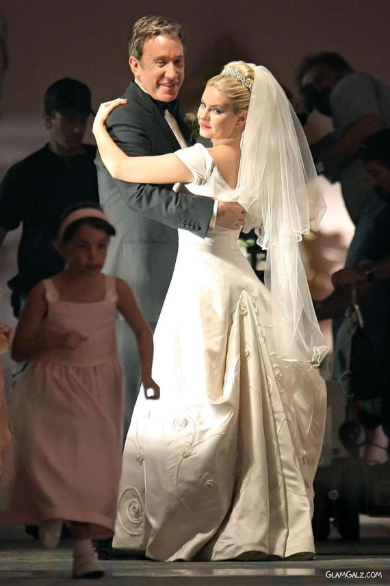 Elisha Cuthbert Dancing With Co-Star on The Sets