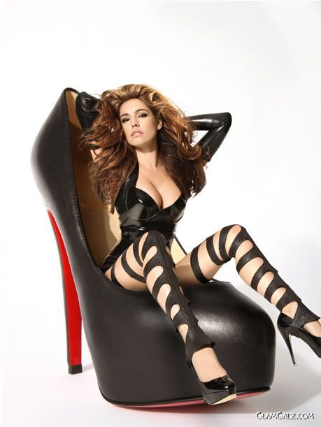 Kelly Brook for Heels That Heal