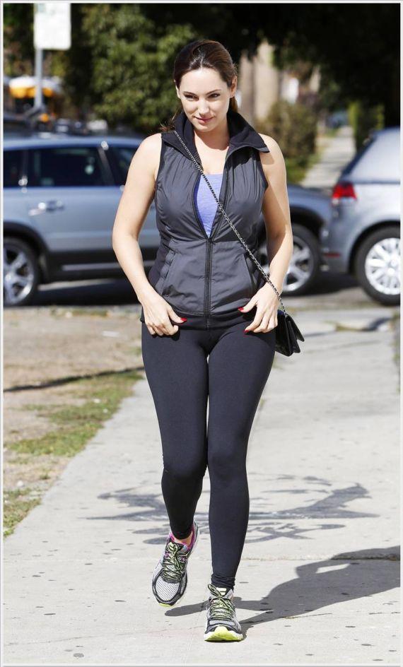 Gorgeous Kelly Brook Walking In LA