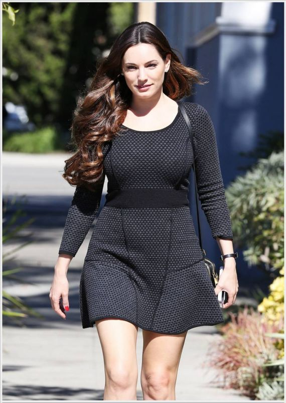 Gorgeous Kelly Brook Walking In LA