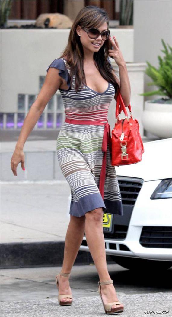 Sizzling Vanessa Minnillo Walking on Road