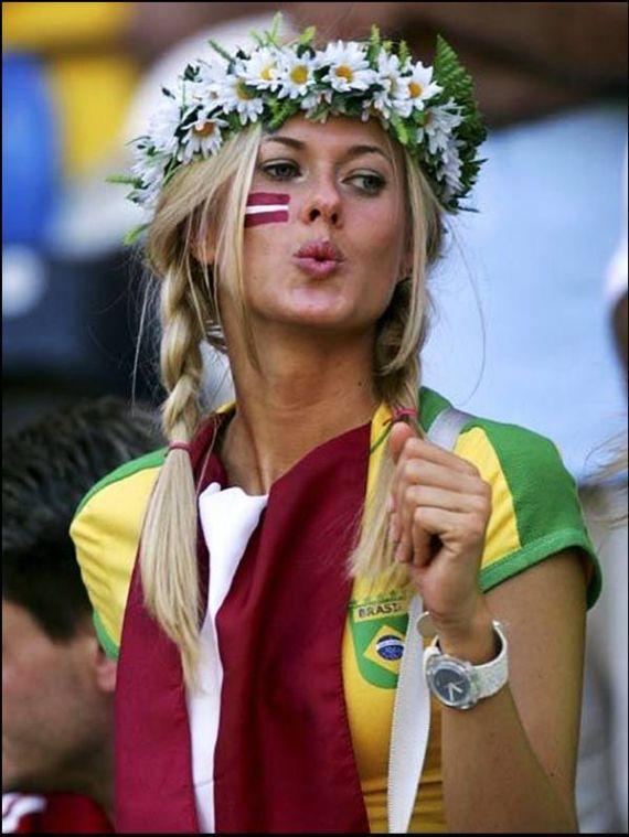 Pretty Football Fans Pictures