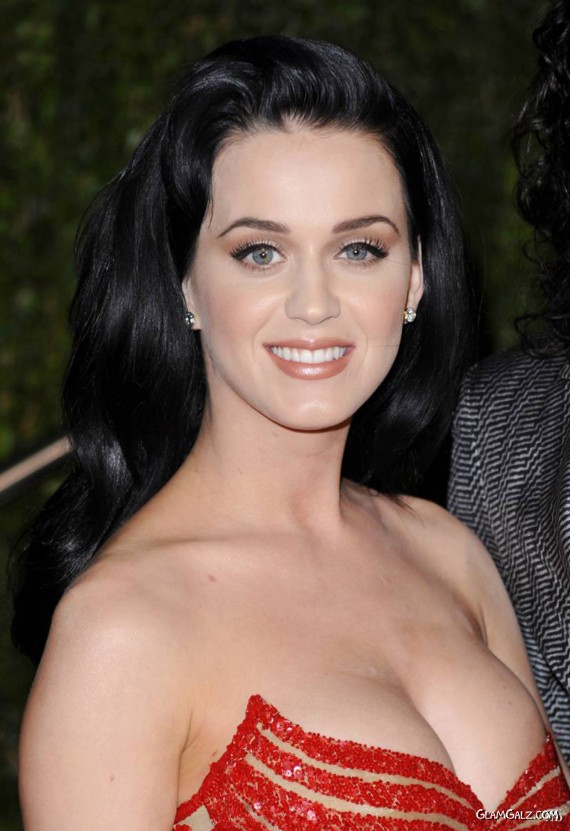 Pretty Katy Perry at Oscar Party