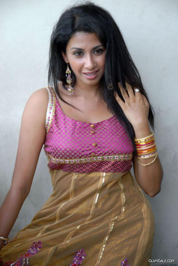 New Telugu Actress Gayatri Photoshoot