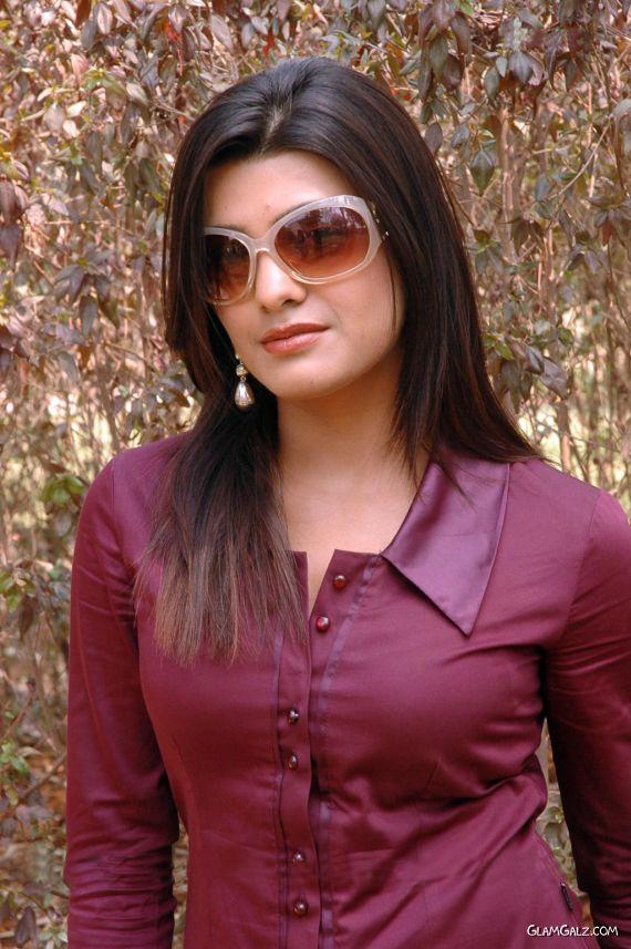 Spicy Indian Beauty Tashu Kaushik