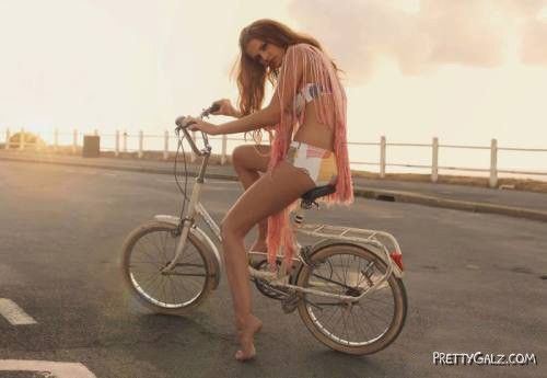 Galz Who Love Bicycles