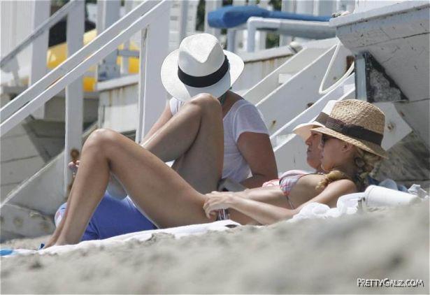 Jessica Alba Bikini Photos