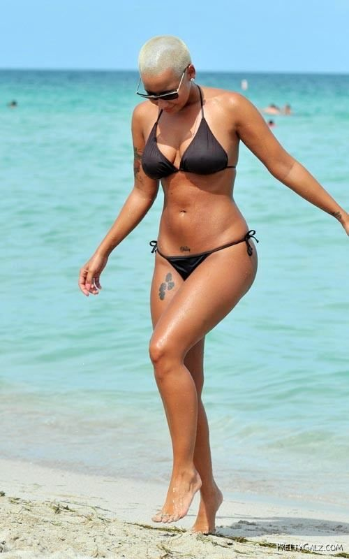 Bald Beauty Amber Rose in Bikini
