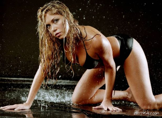 Samantha Cole Enjoying The Rains